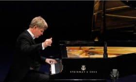 Ian Hobson (piano)