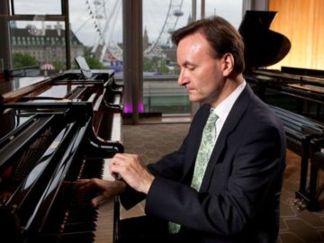 STEPHEN HOUGH (PIANO)
